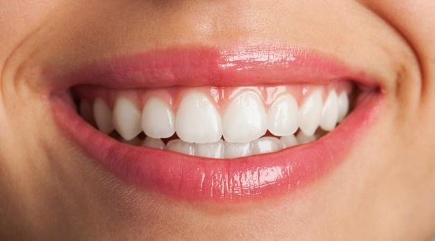 Nevidni zobni aparat je popolnoma neboleč