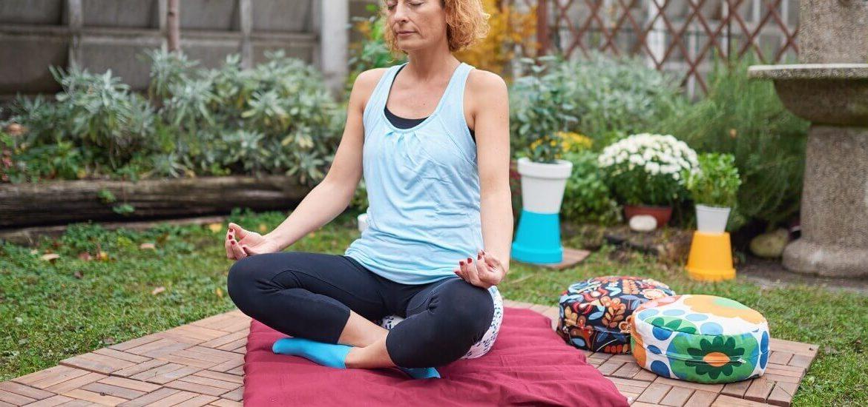 Ponudba zabutona in blazine za meditacijo
